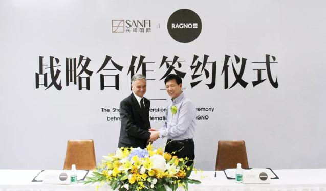 为2017年,兴辉国际与意大利RAGNO(蜘蛛)达成战略合作签约仪式现场。